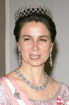 Isabel, Duchess of Braganca, wearing a diamond tiara and matching parure. Royal Crowns, Royal Tiaras, Tiaras And Crowns, Portuguese Royal Family, Diamond Tiara, Diamond Jewelry, Princess Elizabeth, Royal Jewelry, Circlet
