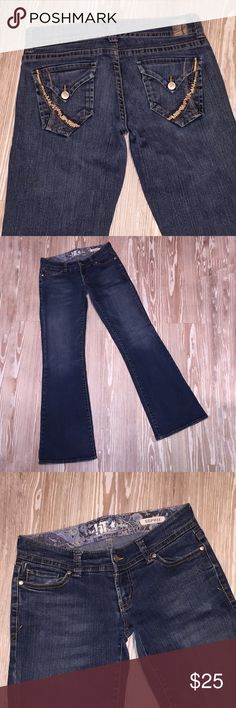 LA !It Jeans Sophie 28R Flare Button Flap Pockets Gently used, Los Angeles !It Jeans, Sophie style in size 28R. Flare. Dark wash. Stretch. Stitched pockets with button flaps. Distressed. Some general wear. No holes. Belt loops, and pockets in tact. Buttons and zipper work.  Made in China 98% Cotton 2% Spandex Waist 15 inches Hips 17 inches Rise 7 inches Out seam 39 inches Inseam 32 inches Hem 10 inches AD Los Angeles !It Jeans Jeans Flare & Wide Leg
