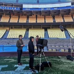 THINK BLUE: Setting up our shoot with Dave Roberts the new manager of the Dodgers. Freezing cold and windy on the field. @asmithphotos @leandonian @cleflufy #dodgers #daveroberts #baseball #homeplate by chessdesign