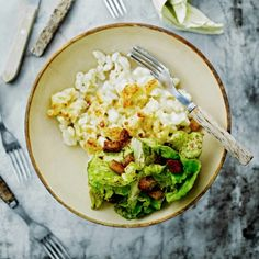 Cauliflower Mac&cheese http://m.gloria.fi/artikkeli/ruoka/reseptit/kukkakaali_mac_cheese Have to try veganize this!
