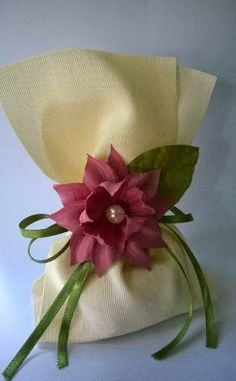 Fina Flor Bem Casados Wedding Party Favors, Wedding Gifts, Chocolate Flowers Bouquet, Confetti Bags, Baby Shower Gift Bags, Gift Wraping, Candy Crafts, Present Wrapping, Chocolate Decorations