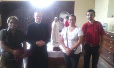 MSM Tibas con el Padre Roy y con la Capitana