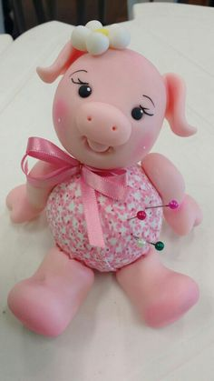 Clay Crafts, Diy And Crafts, Crafts For Kids, Baby Girl Car, Polymer Project, Piggly Wiggly, Fondant Animals, Sculpey Clay, Cute Piggies