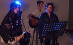 Aussie twins Lisa and Jess aka. The Veronicas decided to join us in the studio to sing a couple of tracks! They covered Drake's 'Hotline Bling' and it was