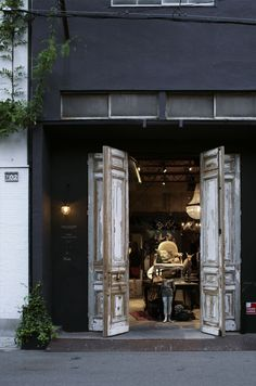 antique room 702 : shop