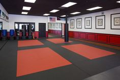 Irvine Karate USSD Dojo studio - Pictures of Dojo's always make me really calm for some reason xD Karate Dojo, Karate School, Karate Training, Athletic Training, Karate Shotokan, Mma Gym, Gymnastics Gym, Boxing Gym, Fitness Studio