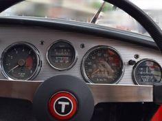 トヨタ S800昭和40年式UP15 の出品です。 ボディに大きな傷はなく状態は良好です。古い車なので細かな傷、サビなどは多少あります。 運転席、助手席とドア内貼りは合成皮革で張り替え済みです。純正のオリジナルではありません。フロアカーペット、リアラゲッジのマットは特注製作品です。エンジンは問題なくかかります。陸送した際に積車に載せるまではエンジンを掛け移動しています。基本、走行に問題は有りませんが車検無しの為、敷地内で低速にての移動できることのみの確認です 一時抹消登録証明書...