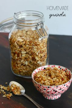 Know a breakfast lover? Sure, you do. Homemade Granola is a delicious and easy gift. Deliver it in a mason jar for pretty presentation!