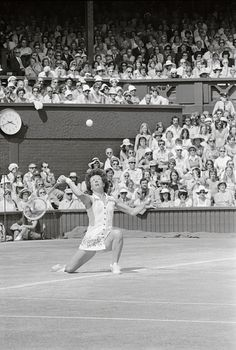 Billie Jean King Playing on the Turf in Tennis Match King Play, Billie Jean King, Tennis Match, Tennis Players, Wrestling, Lucha Libre
