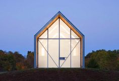 The Shed by Huff Projects is made from a standard steel frame, modular walls, roof trusses and battens Steel Trusses, Roof Trusses, Building A Shed, Green Building, Building Plans, Sustainable Architecture, Modern Architecture, Sustainable Design, Sustainable Farming