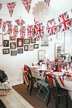 The Royal Family, the British seaside, Britpop, Doctor Who – you're spoilt for choice when it comes to hosting a British-inspired party. We've rounded up the top 7 party themes for your Best of British get-together, so keep calm and start planning! London Theme Parties, British Themed Parties, London Party, British Party, Dinner Themes, Party Themes, Party Ideas, England Party, What Katie Ate