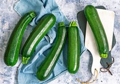 DIY With Rebecca Kolls: Easy Zucchini Recipes Easy Zucchini Bread, Best Zucchini Recipes, Growing Courgettes, Preserving Zucchini, Pesto Zoodles, Grilled Squash, Jus Detox, Squashes, Zucchini Brownies