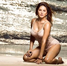 Sunny Leone Treats Internet With Throwback Pictures, And They Are Every Bit Blissful - HungryBoo Hot Actresses, Hollywood Actresses, Indian Actresses, Throwback Pictures, Photoshoot Pics, Actress Pics, Bollywood Actors, Beautiful Indian Actress, Beautiful Women