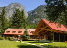 Tweedsmuir Lodge is a warm, family style lodge with all the comforts of home. Located in the Bella Coola Valley on the edge of the Great Bear Rainforest its a great place to spot grizzly bears.