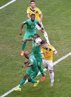 後半、先制ゴールを決めるコロンビアのロドリゲス(右下)。隣はコートジボワールのドログバ(11)=19日、ブラジリア(AFP=時事) ▼20Jun2014時事通信 コロンビア、勝負どころ逃さず=効いたプレス、6分間で2点〔W杯〕 http://www.jiji.com/jc/zc?k=201406/2014062000157 #Brazil2014 #Colombia_Ivory_Coast_group_C #James_Rodriguez #Didier_Drogba