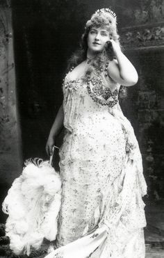 """A plus size beauty in the late She was around 200 lb at the peak of her career. She was considered """"The American Beauty."""" Lillian russell here to educate present day. how bout that. and beautiful Vintage Pictures, Old Pictures, Old Photos, Foto Art, We Are The World, Plus Size Beauty, Interesting History, Women In History, Up Girl"""