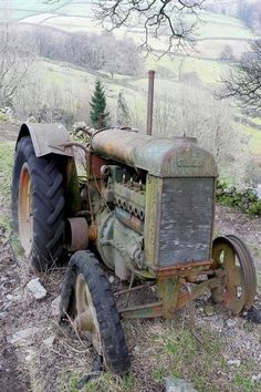 I used to drive one like this . . . could rarely get it started without a few hiccups . . . Abandoned Tractor.