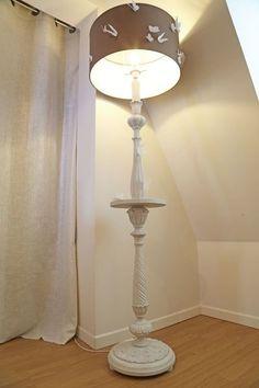 L'Astuce déco d'Aurélie Hémar : relooker une chambre dans un esprit campagne chic - Côté Maison Lamp Design, Diy And Crafts, Sconces, Wall Lights, Lighting, House, Home Decor, Couture, Painting Fabric Furniture