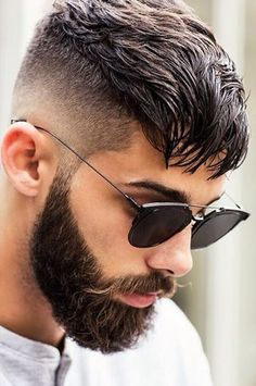 Want a straighter beard? Check out the best straight beard styles and learn how to achieve them (even if you have a curly beard!) with beard straightening products like beard balm and beard straightening combs and brushes. Undercut Hairstyles, Hairstyles Haircuts, Mens Undercut Hairstyle, Latest Hairstyles, Short Hairstyles For Men, Glasses Hairstyles, Mens Hairstyles 2018, Undercut Styles, Men Undercut