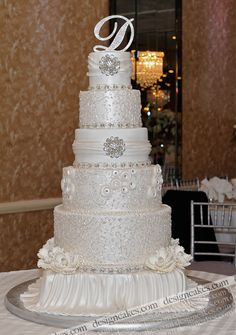 Wow! The scrolling!! Gorgeous Cake.