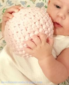 Pelota sonajero en trapillo para bebé   Manualidades