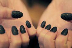 Nail Art: Matte Black w/Polka Dots unhas decoradas Black Nails, Matte Nails, Matte Black, Dark Balayage, Nailed It, Silver Makeup, Fall Manicure, Teal Art, French Pedicure