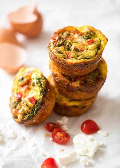 Frittata Egg Muffins Healthy doesn't have to be bland! These Healthy Egg Muffins are a great grab & Quick Easy Dinner, Easy Dinner Recipes, Breakfast Recipes, Breakfast Ideas, Breakfast Time, A Food, Food And Drink, Egg Muffins, Frittata Muffins
