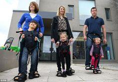 The Upsee : l'invention qui permet aux enfants paralysés de découvrir la marche avec leurs parents