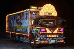 デコトラ界のレジェンド「一番星」が鈴鹿サーキットに現れる Trucks, Automobile, Train, Deco, Vehicles, Planes, Lights, Artwork, Dekoration
