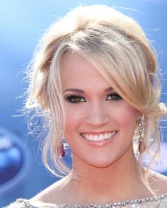 Carrie Underwood Updo Hairstyle - Best Carrie Underwood Hairstyles