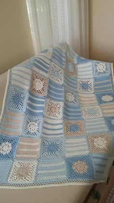 Granny Square With Interesting Color Baby Afghan Crochet Patterns, Crochet Quilt, Granny Square Crochet Pattern, Crochet Squares, Crochet Granny, Crochet Motif, Baby Blanket Crochet, Plaid Au Crochet, Manta Crochet