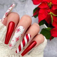 Xmas Nails, Holiday Nails, Christmas Nails, Gold Glitter Nails, Rhinestone Nails, Beautiful Nail Art, Gorgeous Nails, Nail Art Noel, Acrylic Nail Designs Coffin