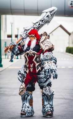 """This War from """"Darksiders"""" is ready to live up to his name.   25 Mind-Bogglingly Good Cosplays From 2012"""