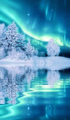 gif Fantastic Space Northern Lights Aurora Science Aurora Borealis ISS - Jenn & s Jo . Beautiful Nature Wallpaper, Beautiful Landscapes, Best Nature Wallpapers, Landscape Photography, Nature Photography, Scenic Photography, Night Photography, Landscape Photos, Natur Wallpaper