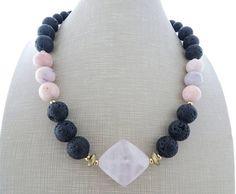 Rosa opal collana collana di roccia lavica nera grosso