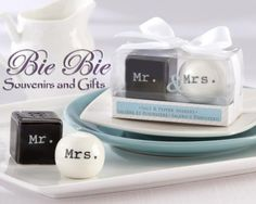 Mr n Mrs Salt Pepper Set for your elegant wedding souvenir