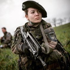 you know ? Emblem of the troops of montagnela pie is delivered to rec … - Modern Military Love, Army Love, French Armed Forces, Idf Women, Belle France, Female Soldier, French Army, Dieselpunk, Special Forces