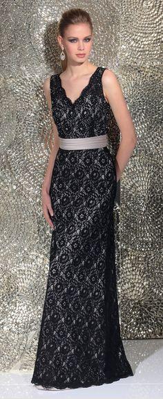 Isabel de Mestre - Evenings Abendkleider Kollektion 2016 (Art.15E062): Langes Abendkleid in Schwarz mit Spitze.