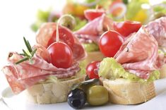 simple and super easy baby shower food ideas, dessert inspirations - italian salami and ripe cherry tomato snack- maybe no tomato on some, or maybe ham or chicken salad Baby Shower Simple, Baby Shower Food Easy, Baby Shower Appetizers, Baby Shower Desserts, Baby Shower Afternoon Tea, Snacks Für Party, Cherry Tomatoes, Finger Foods, Appetizer Recipes