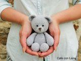 HOLA!!! Hoy patrón gratuito propio de ositos, espero que os guste :) CABEZA-CUERPO v1 anil... Kawaii Crochet, Crochet Teddy, Crochet Bear, Crochet Baby Booties, Crochet Patterns Amigurumi, Crochet Home, Cute Crochet, Crochet Animals, Crochet Dolls