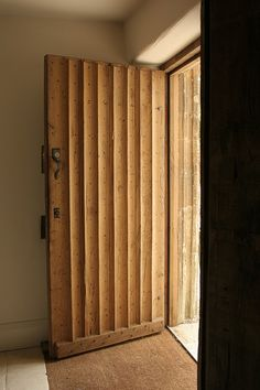 Old Oak Door Oxford Internal Open. Another view of the door, showing the beautiful hand moulded ribs. Note that they are not all equally spaced. Very authentic and part of the 'ancient' charm! Modern Wooden Doors, Wooden Door Design, Modern Door, Oak Doors, Entrance Doors, Modern Bedroom Design, Modern House Design, Porta Colonial, Old French Doors