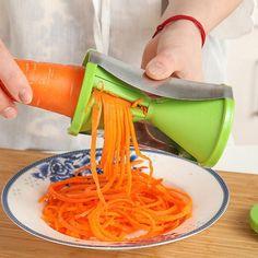Vegetable Shredder, Spiral Vegetable Slicer, Vegetable Chopper, Vegetable Salad, Must Have Kitchen Gadgets, Kitchen Tools And Gadgets, Kitchen Supplies, Creative Kitchen, How To Cook Zucchini
