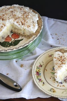Banana Coconut Cream Pie THIS IS A NICE CAKE TO SERVE TO YOUR FAMILY AND FRIENDS. EVERYONE WILL REALLY LOVE THIS ONE. SO DELICIOUS AND FLAVORFUL AND WILL MELT IN YOUR MOUTH. TRY IT ...ENJOY