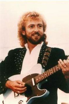 Keith Whitley (July 1, 1954-1989) – American country music singer. Whitley's career in mainstream country music lasted from 1984 till his death in 1989, but he continues to influence an entire generation of singers and songwriters. Born in Sandy Hook, KY, died in Tennessee.