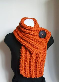 chunky knit scarf - fabulous for fall. I'm in love with everything about this.  It could be my Halloween scarf!