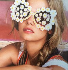 Model wearing Daisy Sunglasses FROM: frost photo friday inspiration 20 Mar 2015 daisy-duke Flower Power, Thing 1, Mode Vintage, Vintage 70s, Coco Chanel, Hippie Boho, Hippie Girls, Hippie Life, Hippie Fashion