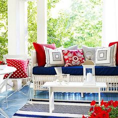 Create a farmhouse-inspired front porch with these flea market chic decorating ideas. These dazzling decorating tips and tricks will give your house the charming curb appeal you love, plus they will make your home look super inviting to guests.