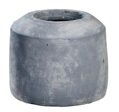 Vaas Beton S 101: Stoere vaas met industriële look. Verkrijgbaar in drie maten #101woonideeen #leenbakker