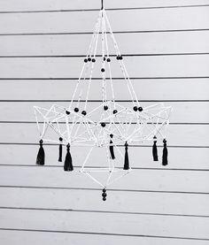 Tee moderni himmeli vanhoista virsikirjansivuista. Christmas Crafts, Chandelier, Paper Crafts, Ceiling Lights, Tees, Home Decor, Candelabra, T Shirts, Decoration Home