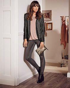 Móda a tipy na darčeky: Outfity pre sviatočné chvíle Leather Pants, Fashion, Leather Jogger Pants, Moda, Fashion Styles, Lederhosen, Leather Leggings, Fashion Illustrations